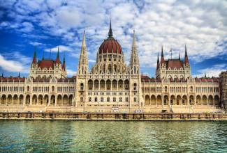 Parlamentet i Budapest er en av attraksjonene du kan lese om her!